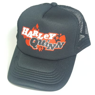 Gorra Malla Harley Quinn PT DC Comics Letras Blanco y Negro