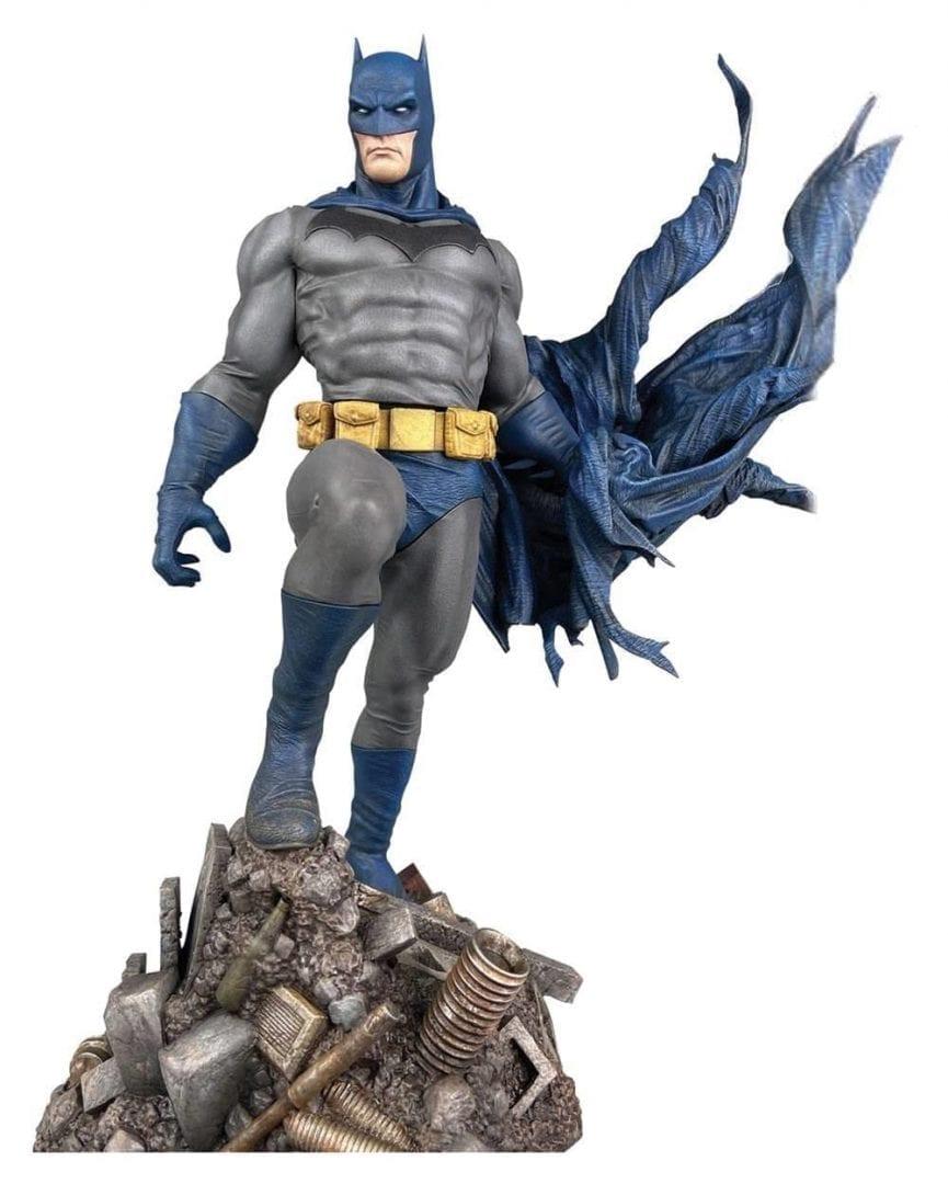 Estatuilla Batman Diamond Select Gallery DC Comics Defiant Sobre Escombros
