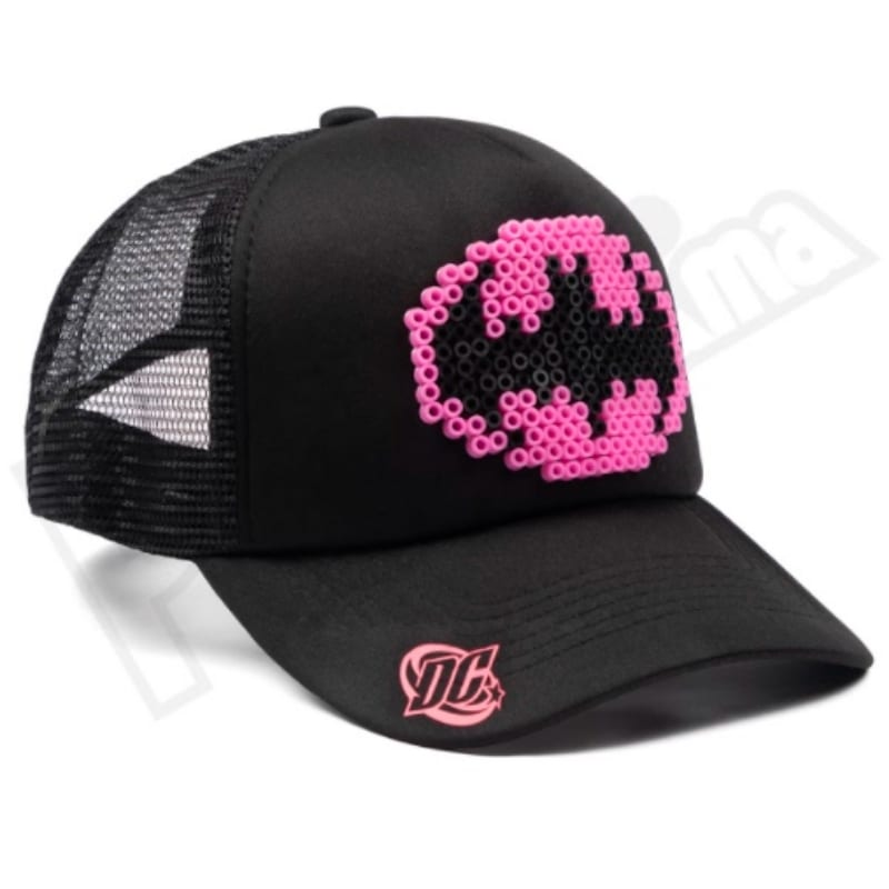 Gorra Malla Batichica Hama Beads Pictograma DC Comics Negra Logo rosado